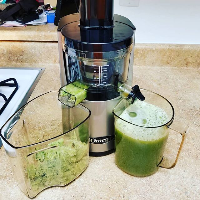 Best Juicer for Greens 2021 (7 Juicer Compared and Reviewed)