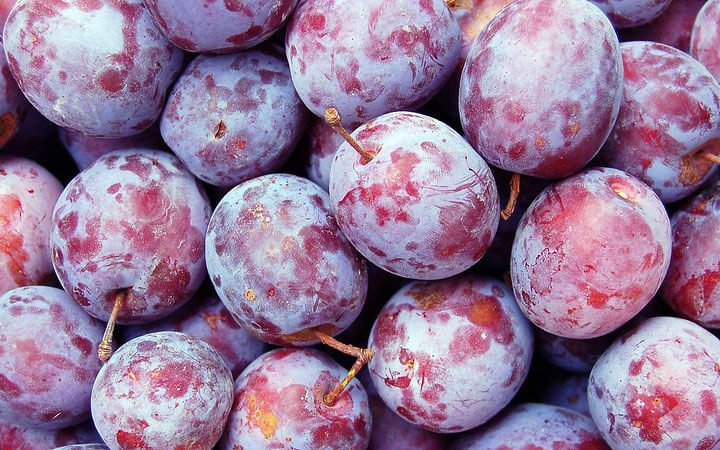 Prune Juice vs Plum Juice: The Key Differences)